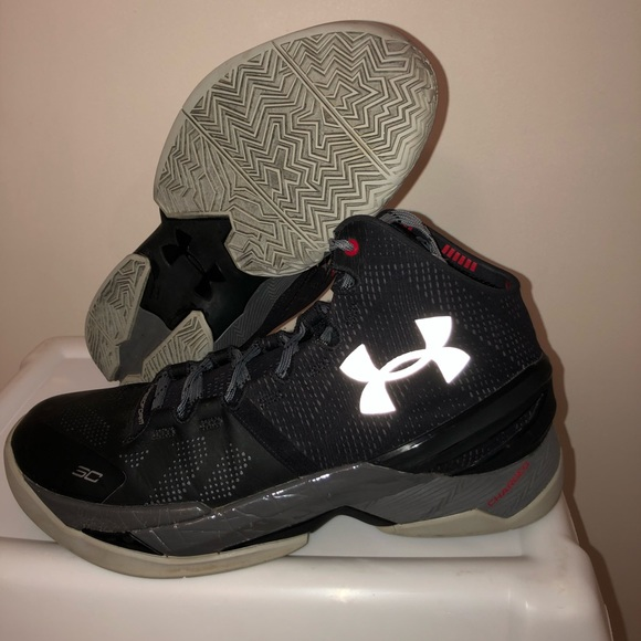 newest be08e 0c4fa Black Underarmour Curry 2s